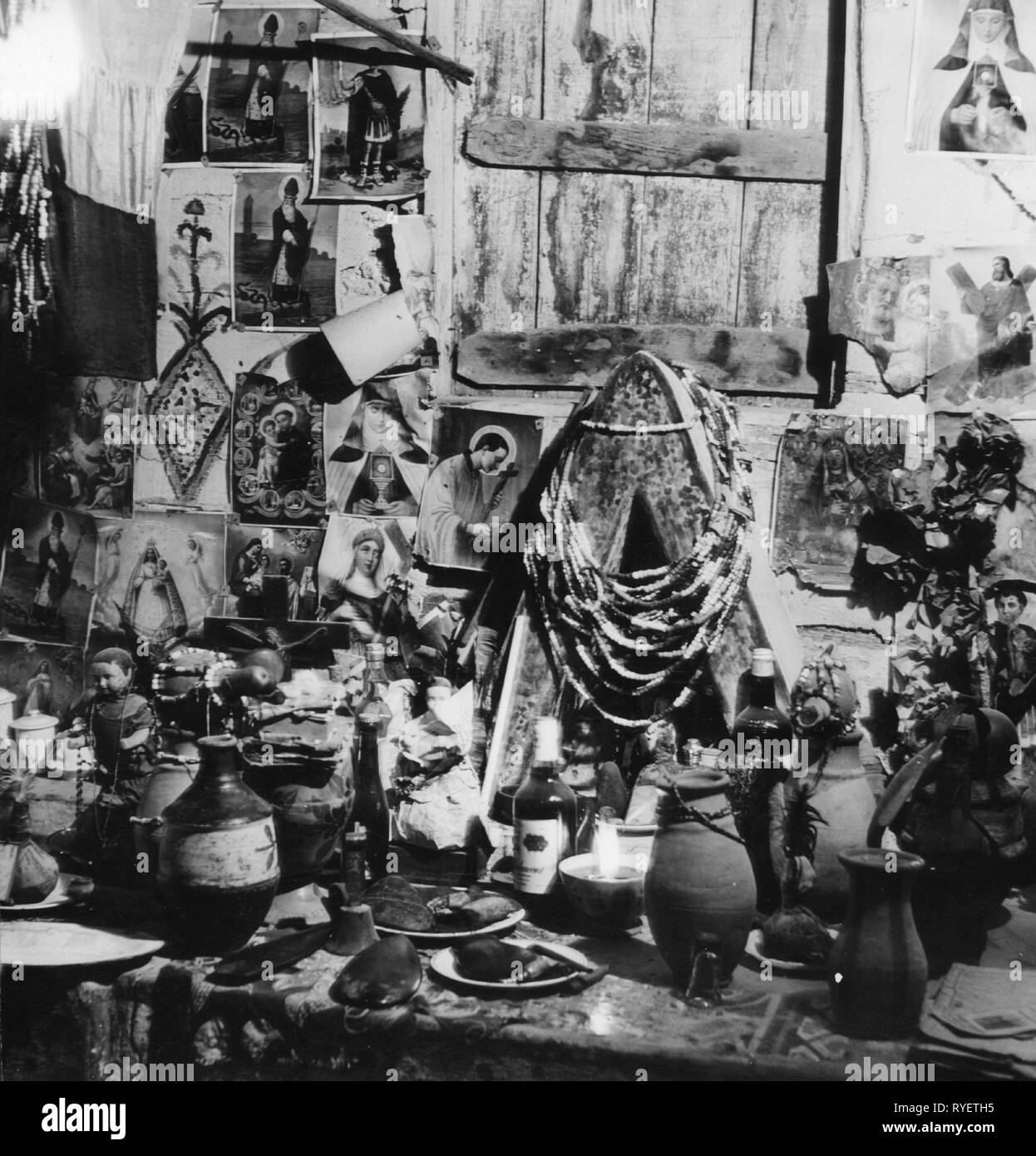 Geographie/Reisen, Haiti, Religion, Voodoo Altar, 1960er Jahre, Additional-Rights - Clearance-Info - Not-Available Stockbild