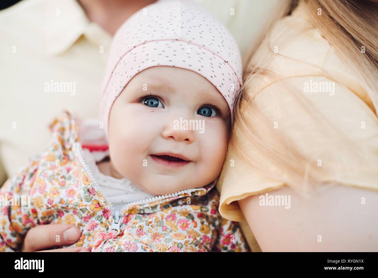 In der Nähe des Babys Gesicht überrascht mit leicht geöffnetem Mund. Stockfoto