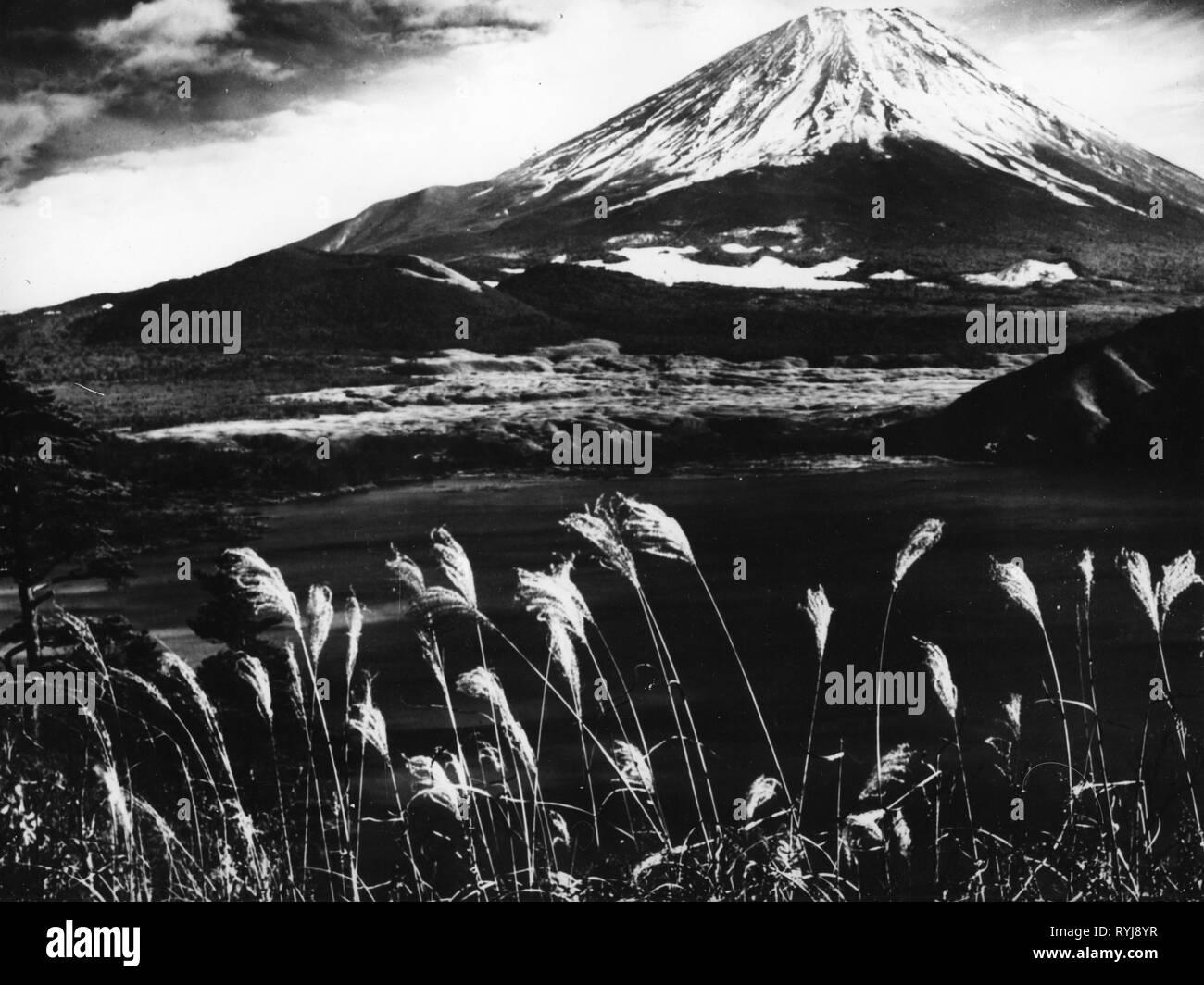 Geographie/Reisen, Japan, Landschaften, Berge, Berg Fuji-san, historisch, historische, Asien, 20. Jahrhundert, Fujyama, Fujisan, Berg, Vulcano, Landschaft, Additional-Rights - Clearance-Info - Not-Available Stockbild