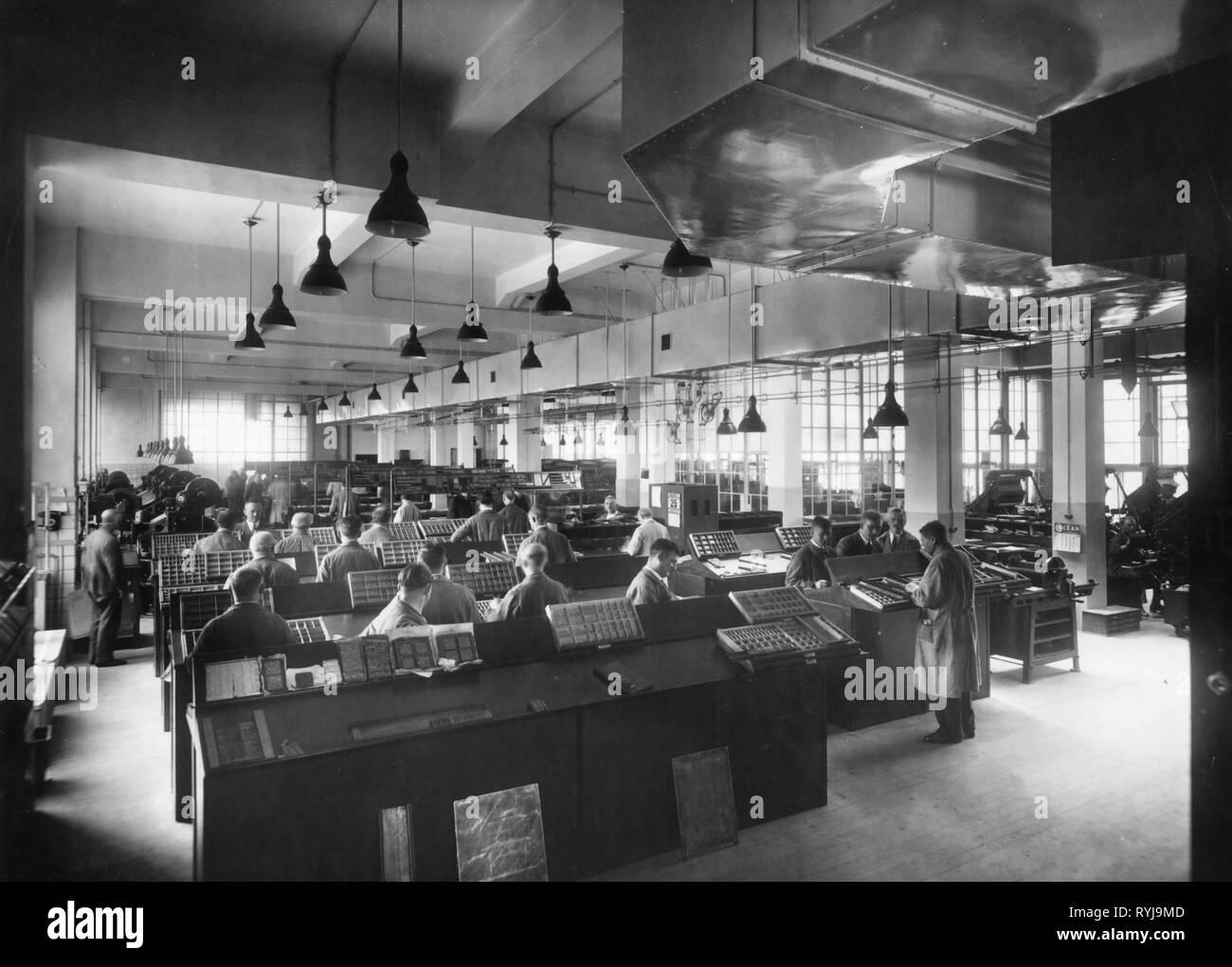 Industrie, Drucken, Setzer bei der Arbeit, 1930er Jahre, Additional-Rights - Clearance-Info - Not-Available Stockbild
