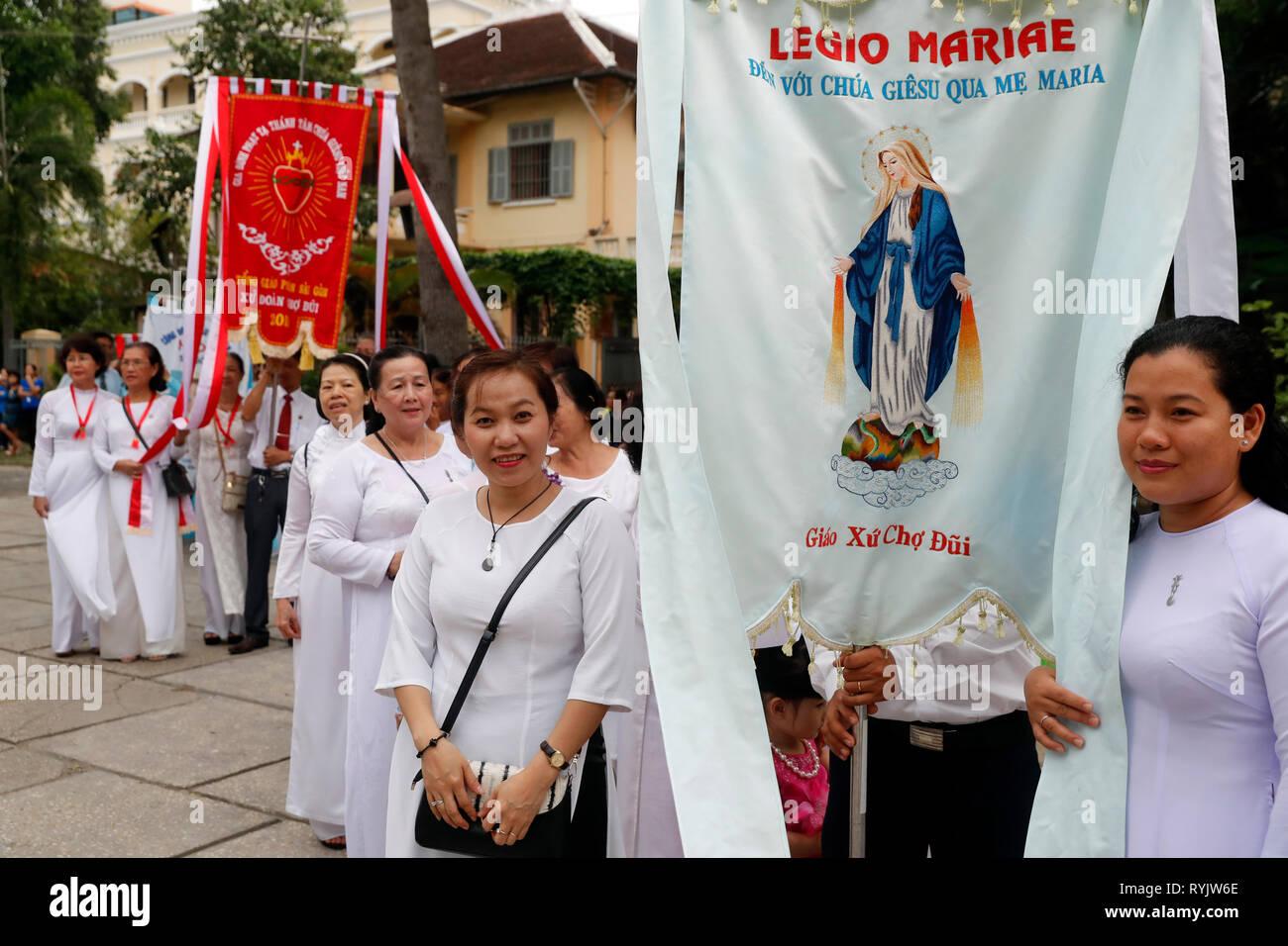 St Philip Kirche (huyen Sy Kirche). Das Fest der Himmelfahrt der Jungfrau Maria. Prozession. Ho Chi Minh City. Vietnam. Stockbild