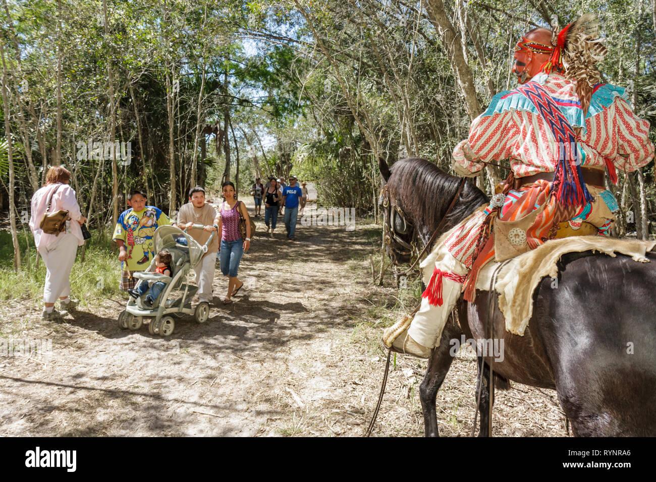 Florida Big Cypress Seminole Indian Reservierung Billie Swamp Safari Big Cypress Shootout jährliche Ereignis indianischer Krieger ho Stockbild