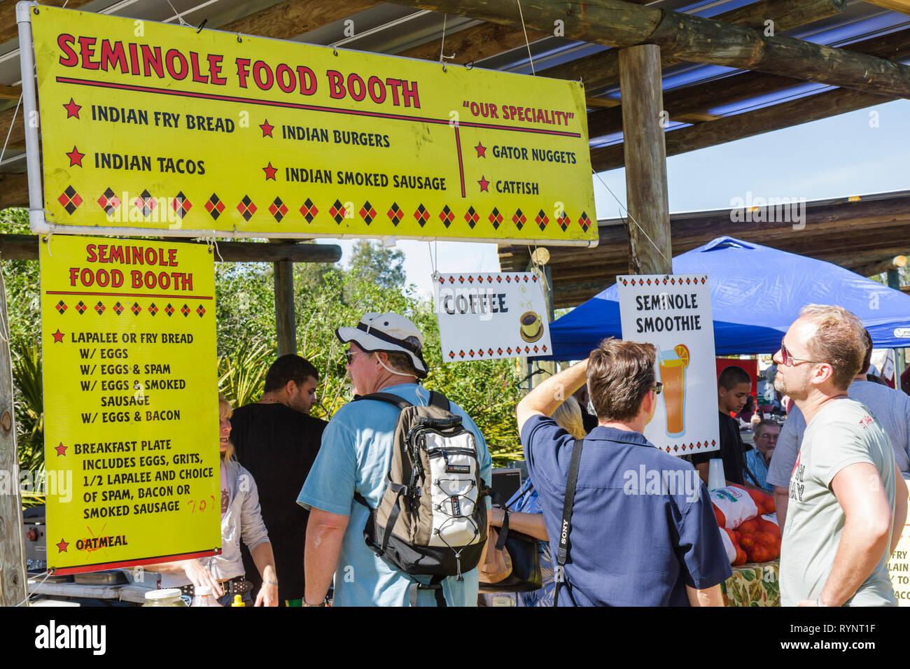 Florida Big Cypress Seminole Indian Reservierung Billie Swamp Safari Big Cypress Shootout jährliche Veranstaltung indianischen Essen Stand Stockbild