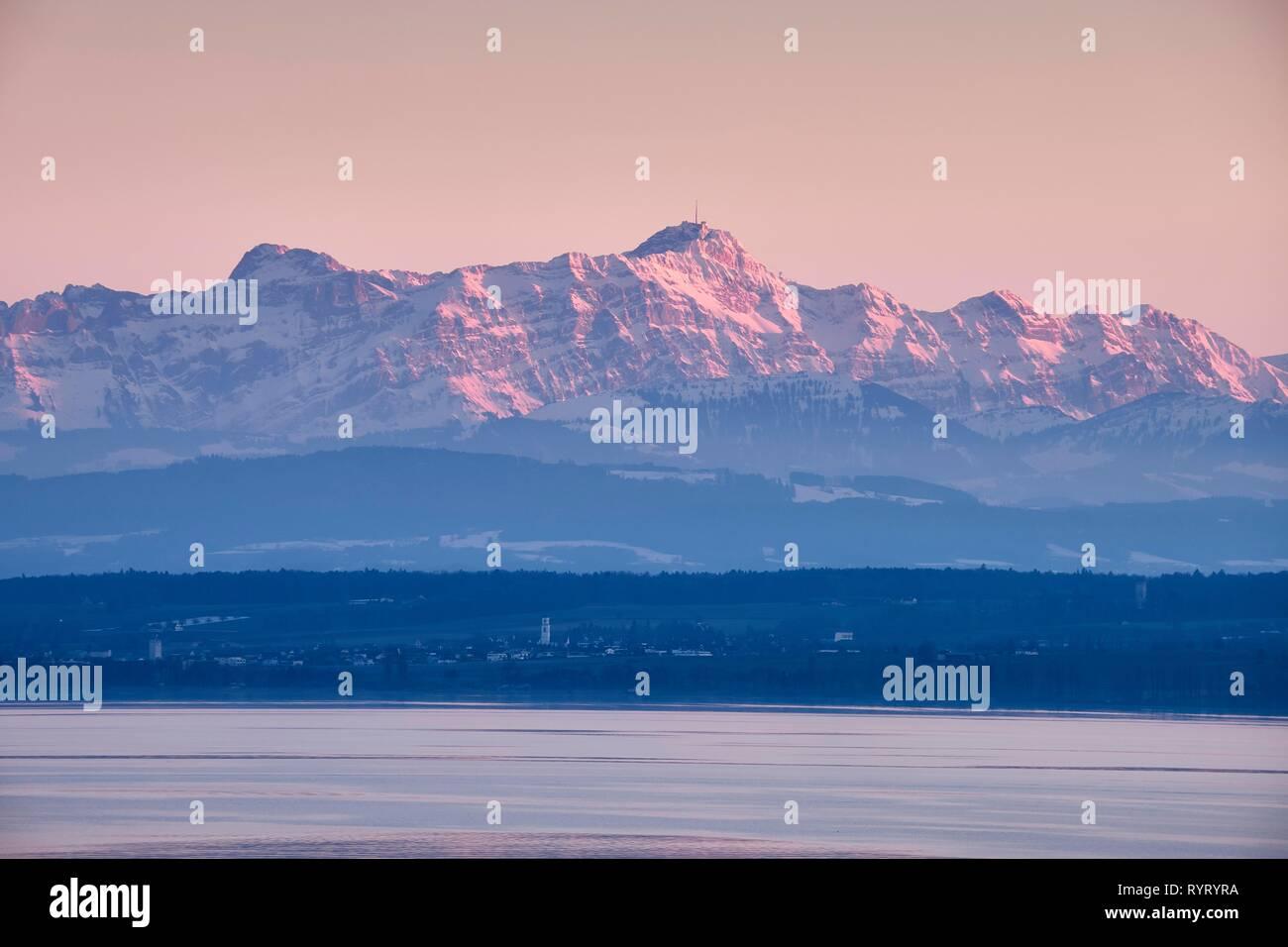 Blick über den Bodensee auf die Appenzeller Alpen, Alpstein mit dem Säntis, Baden-Württemberg, Deutschland Stockbild
