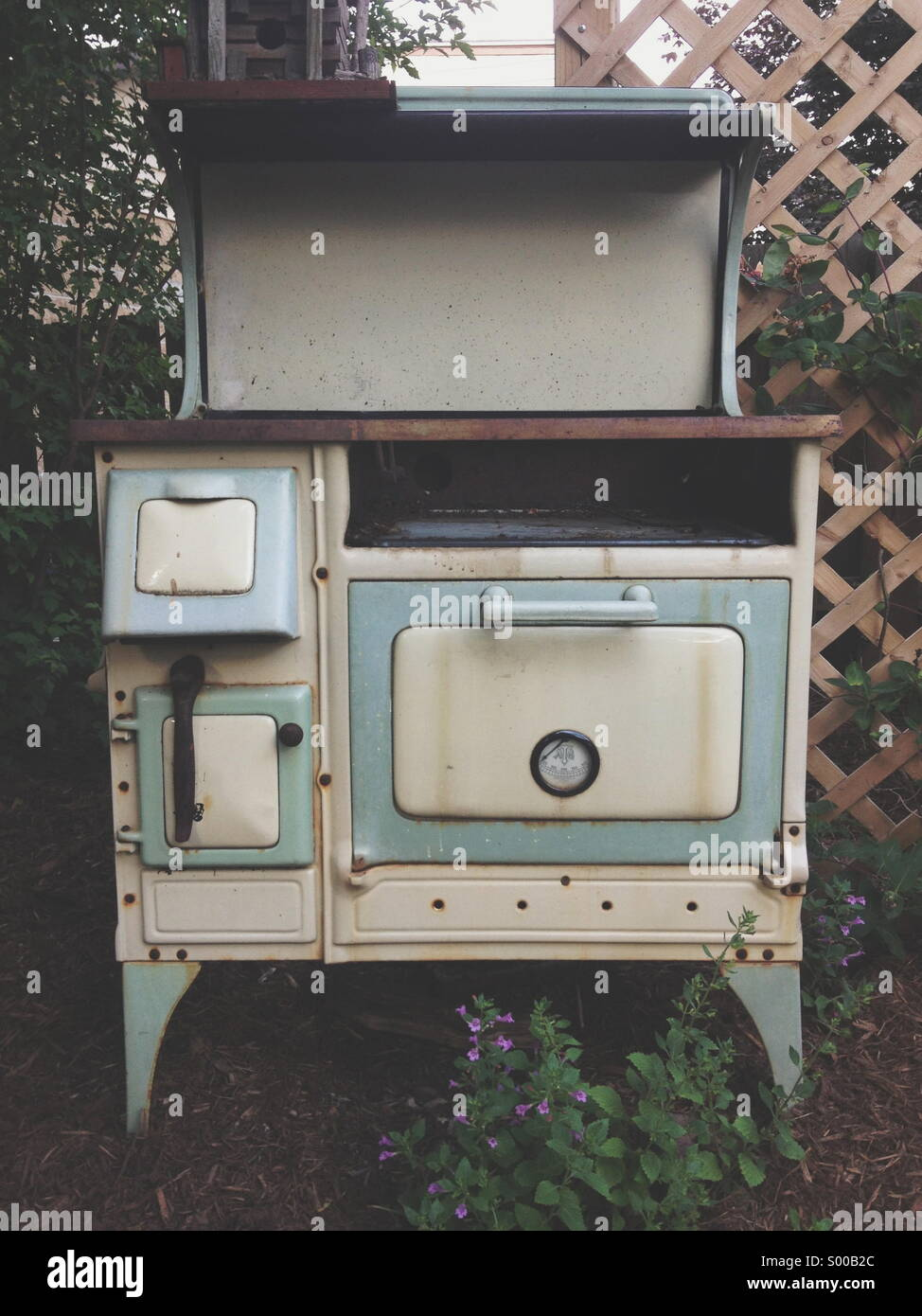 antique stove stockfotos antique stove bilder alamy. Black Bedroom Furniture Sets. Home Design Ideas