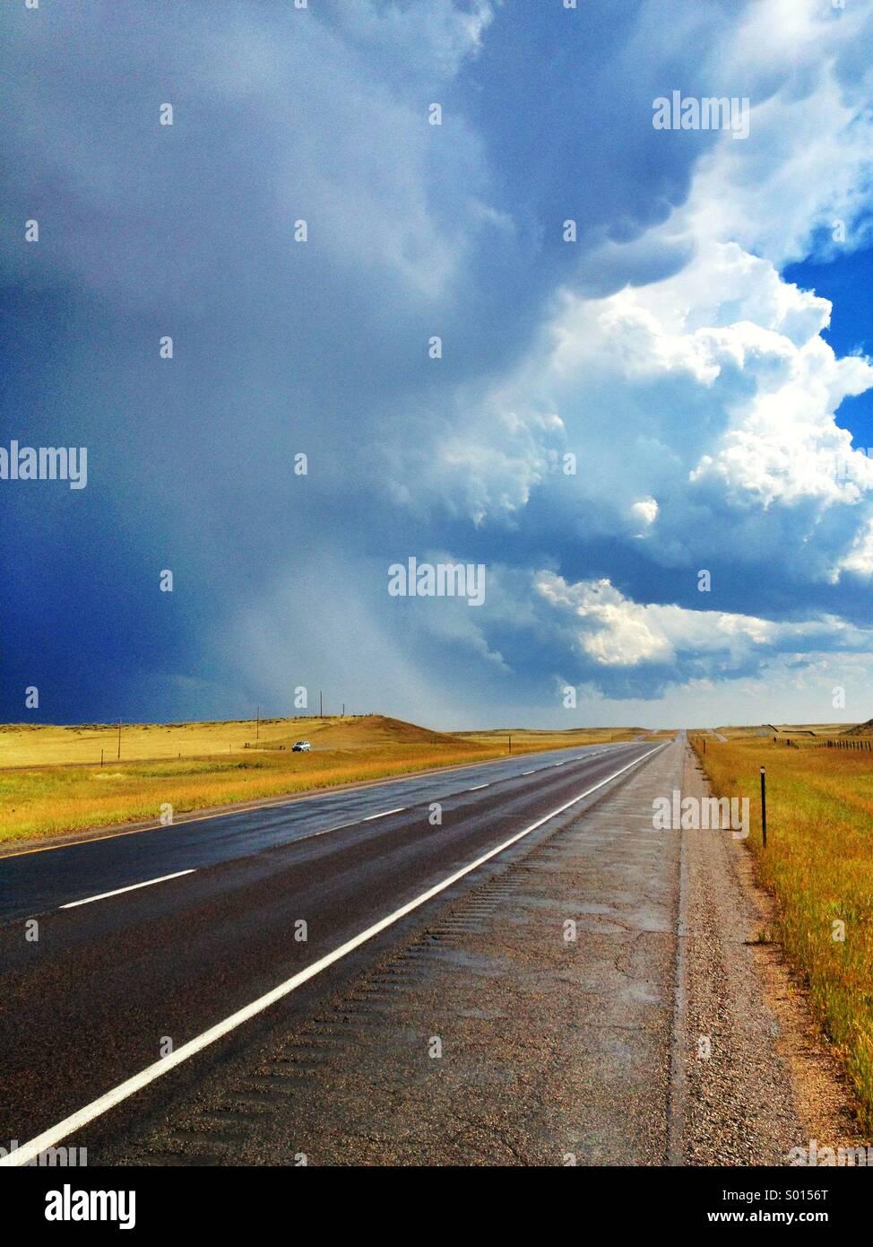 Autobahn während eines Sturms im Northern Colorado Stockbild