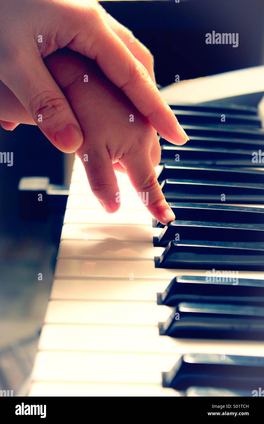 Lernen Sie Klavier spielen Stockbild