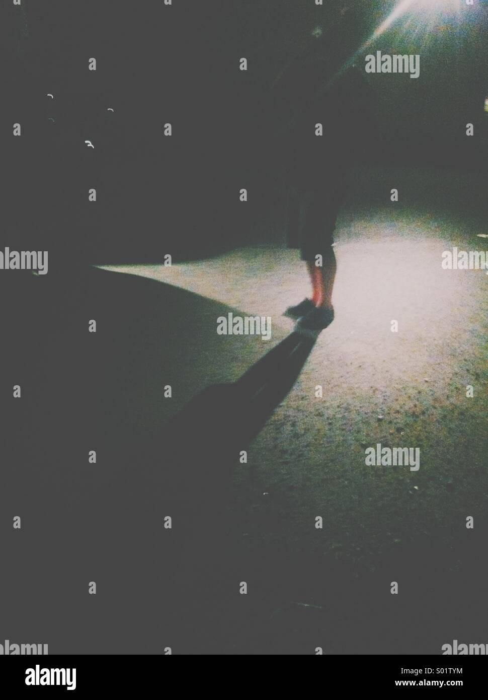 Mann im Schatten Stockbild