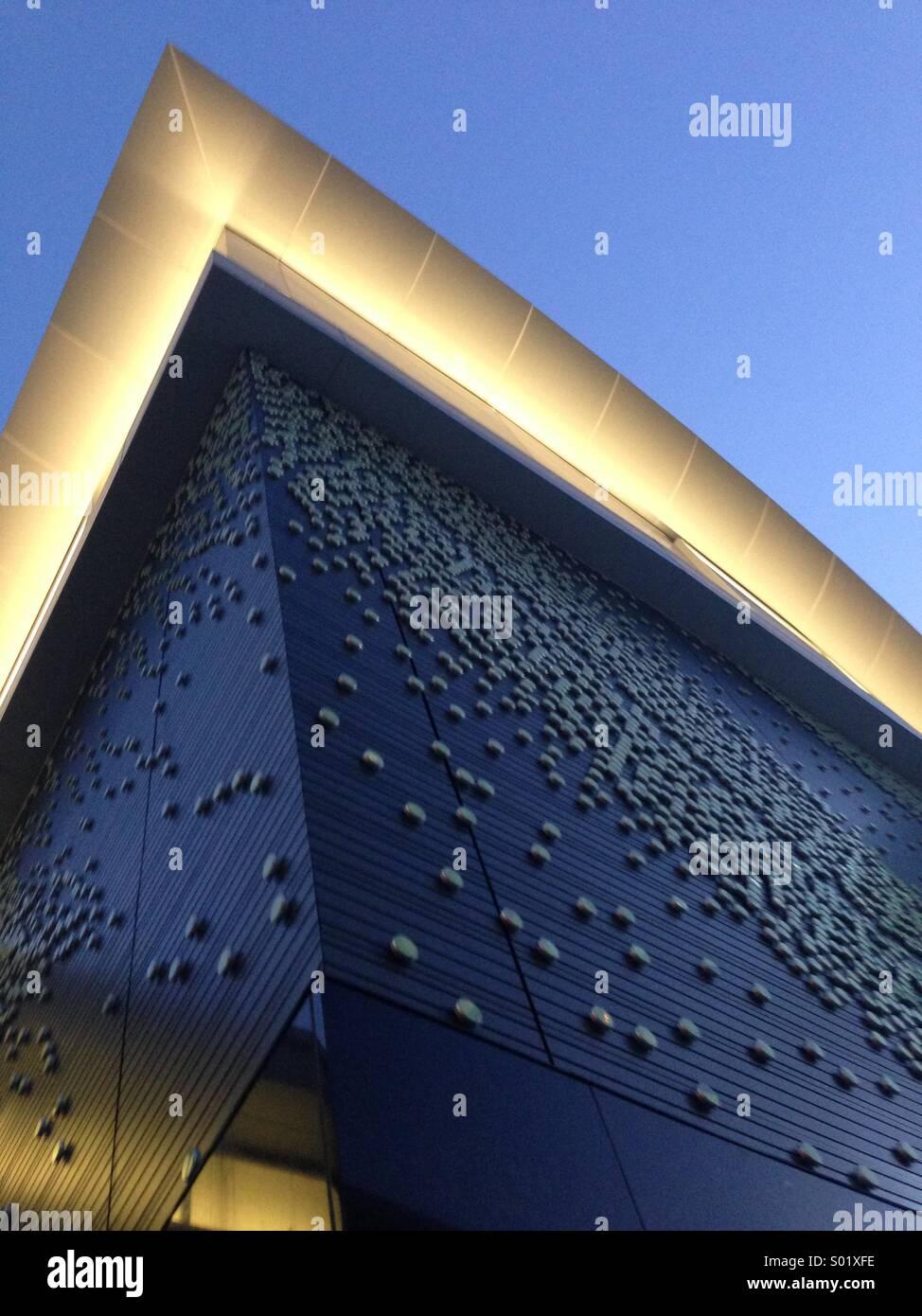 Zeitgenössische Architektur in Arlington, Virginia in der Abenddämmerung. Stockbild
