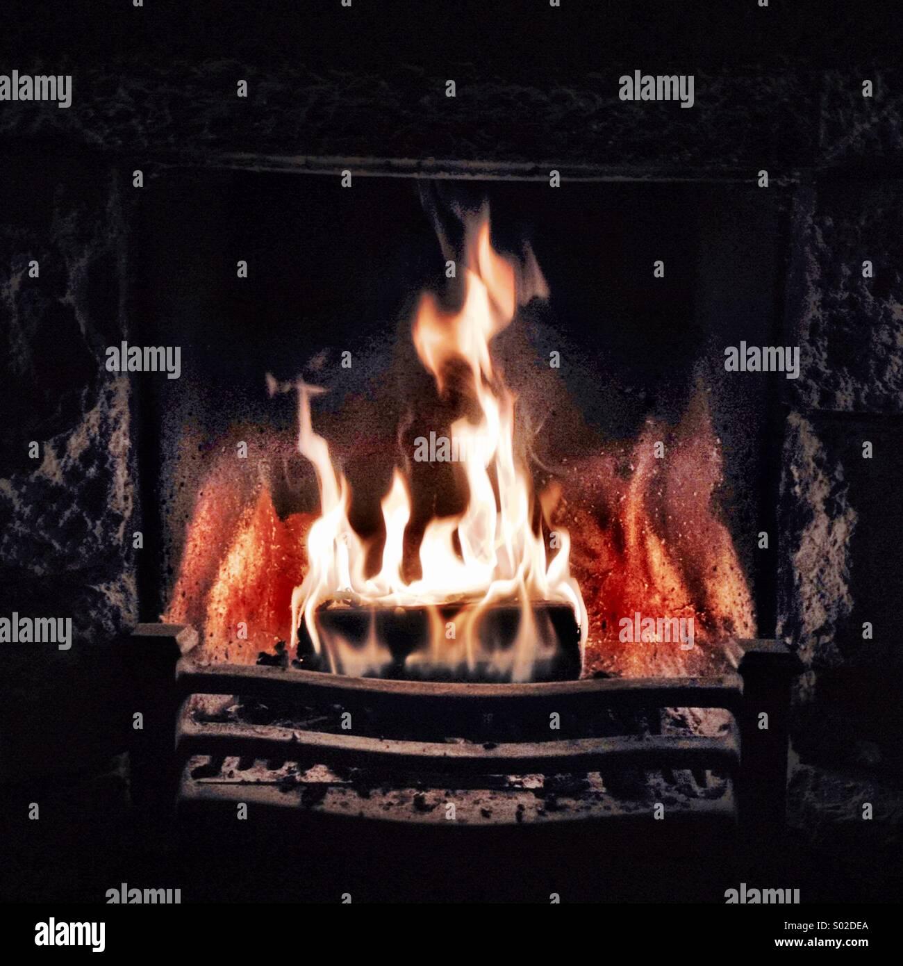 Offenes Feuer In Einem Kamin Stockfoto Bild 309841122 Alamy