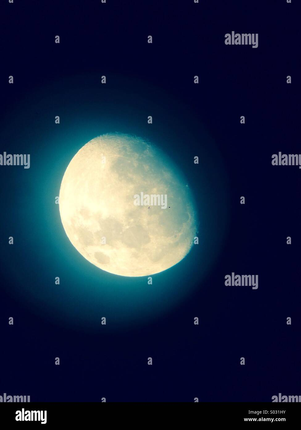 Die 3/4 Mond Eclipse. UK Frühling Stockbild