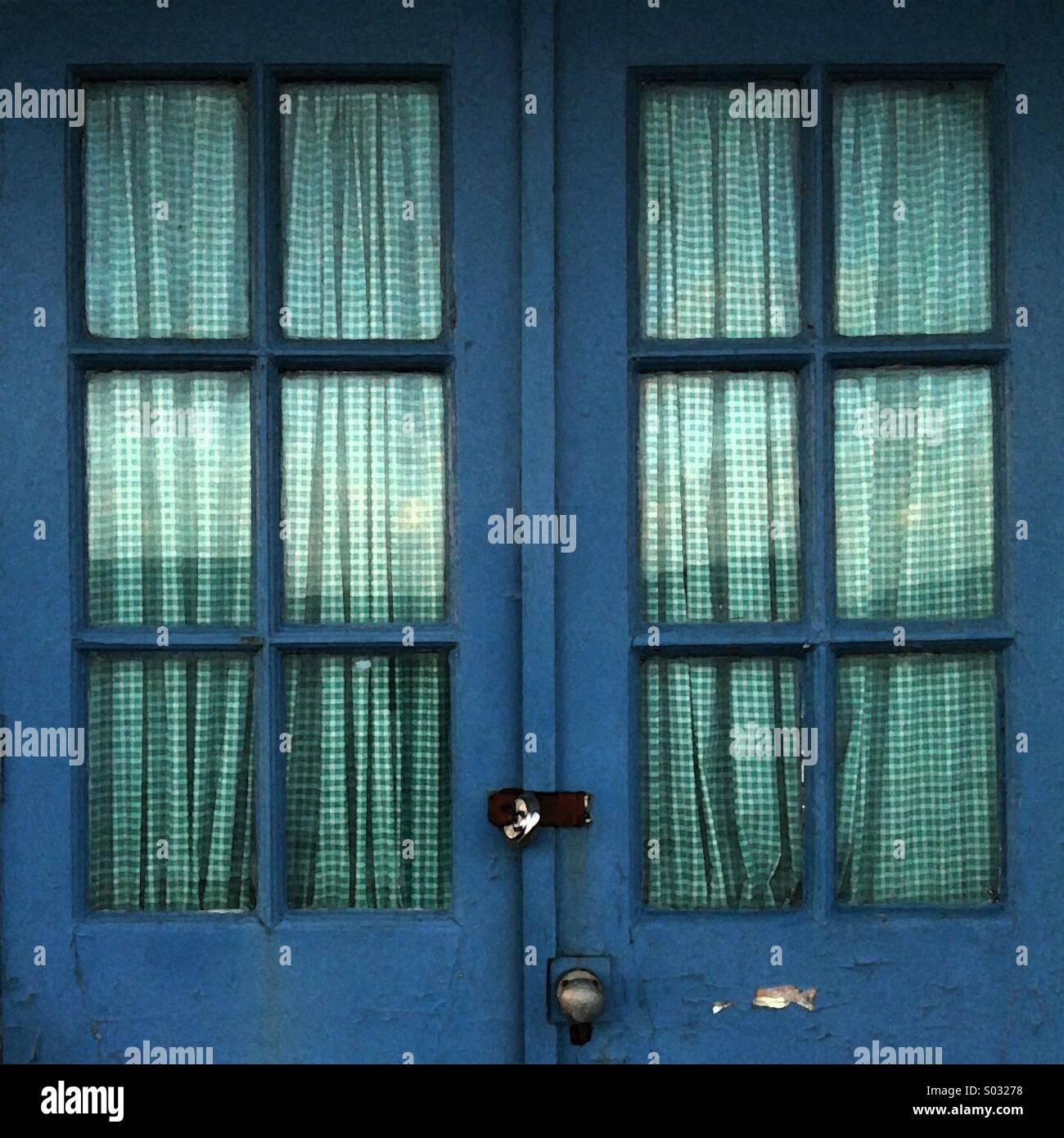 Gingham Curtains Stockfotos & Gingham Curtains Bilder - Alamy
