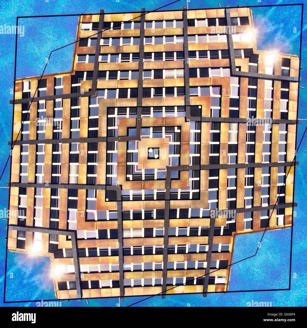 Bild des Bürogebäudes mit doppelten Spiegeleffekt erstelle ich ein schwebendes Kreuz Stockbild