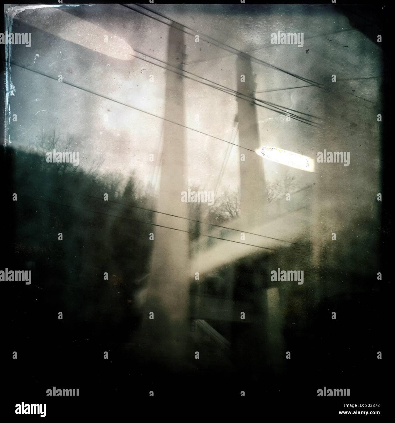 Blick vom Umzug Zug im Nebel Stockbild