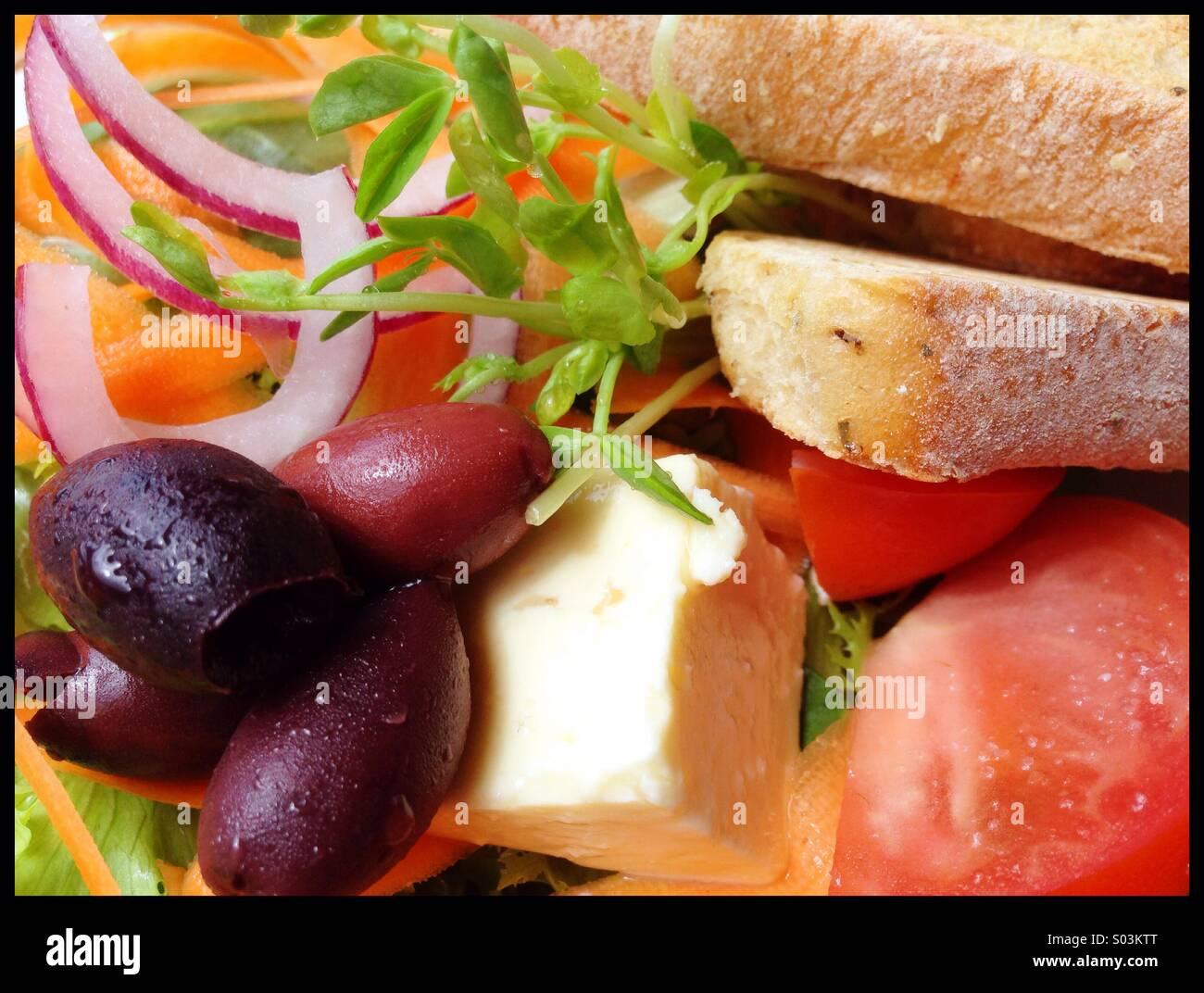 Salat und Brot Stockfoto