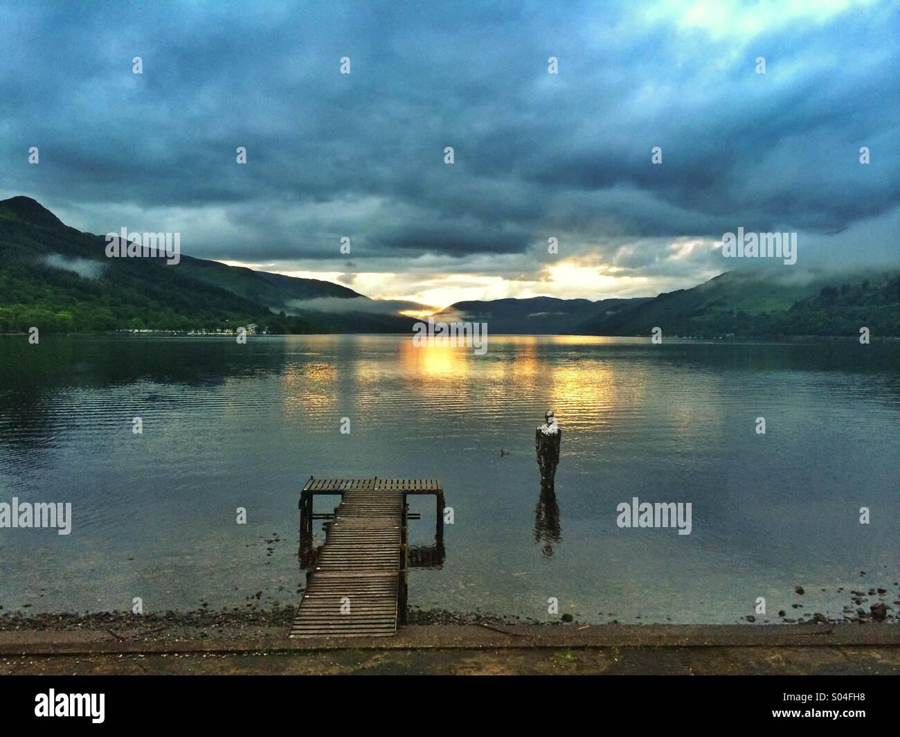 Spiegel-Mann auf das Loch. Loch verdienen, Schottland Stockbild