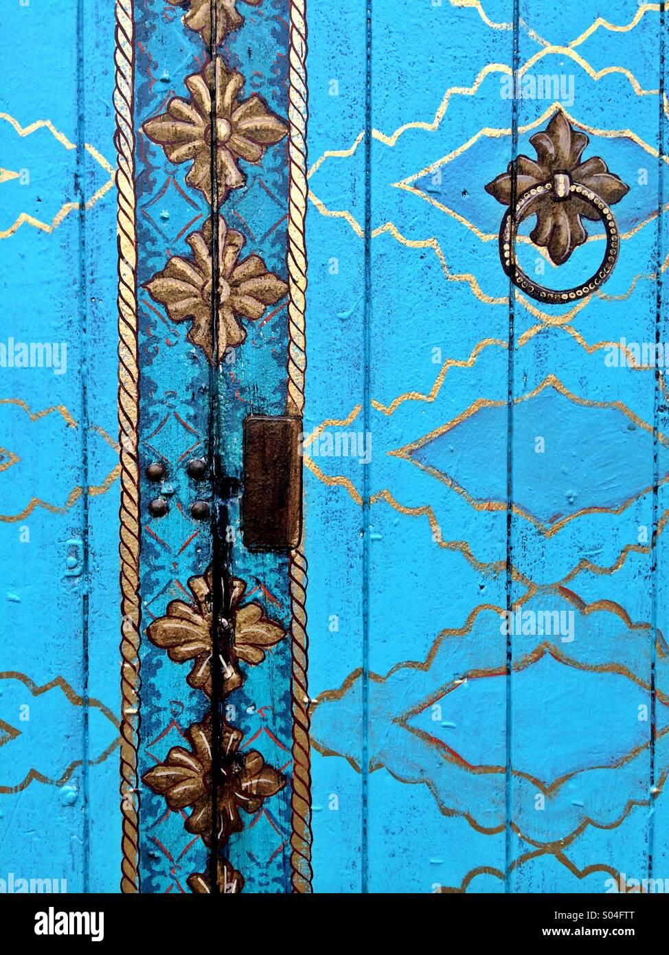 Blaue Tür an der Funk-Zone Arts District in Santa Barbara, Kalifornien, USA Stockbild