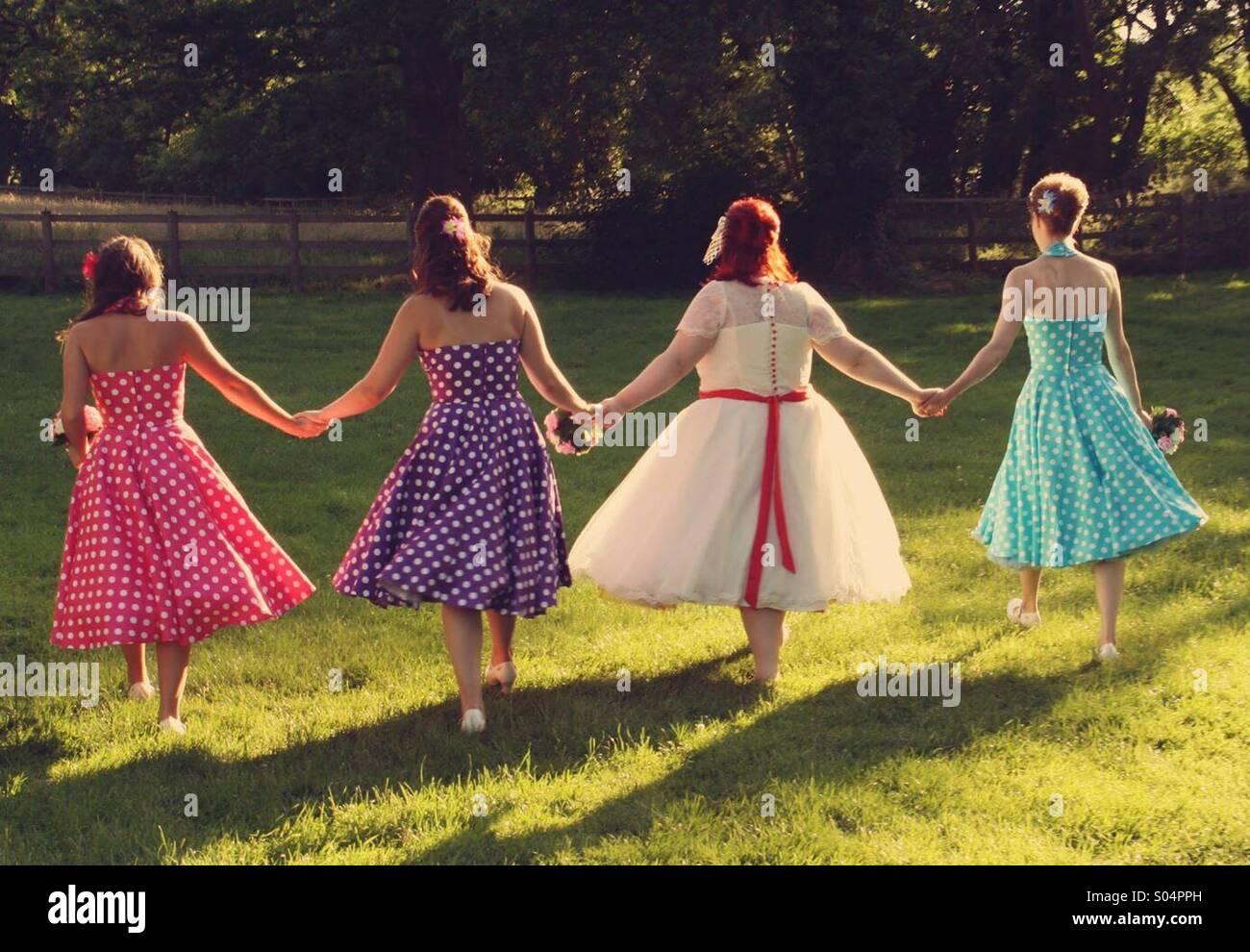 Helle Vintage Hochzeit Mit Brautjungfern Stockfoto Bild 309892313