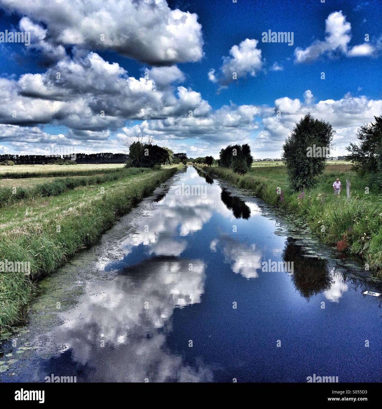 Cloud-Reflexionen Stockbild