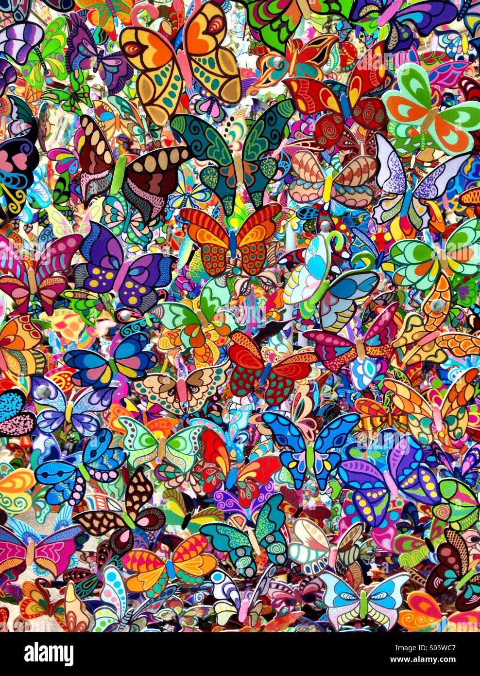 Tapetenmuster bunte Schmetterlinge Stockbild