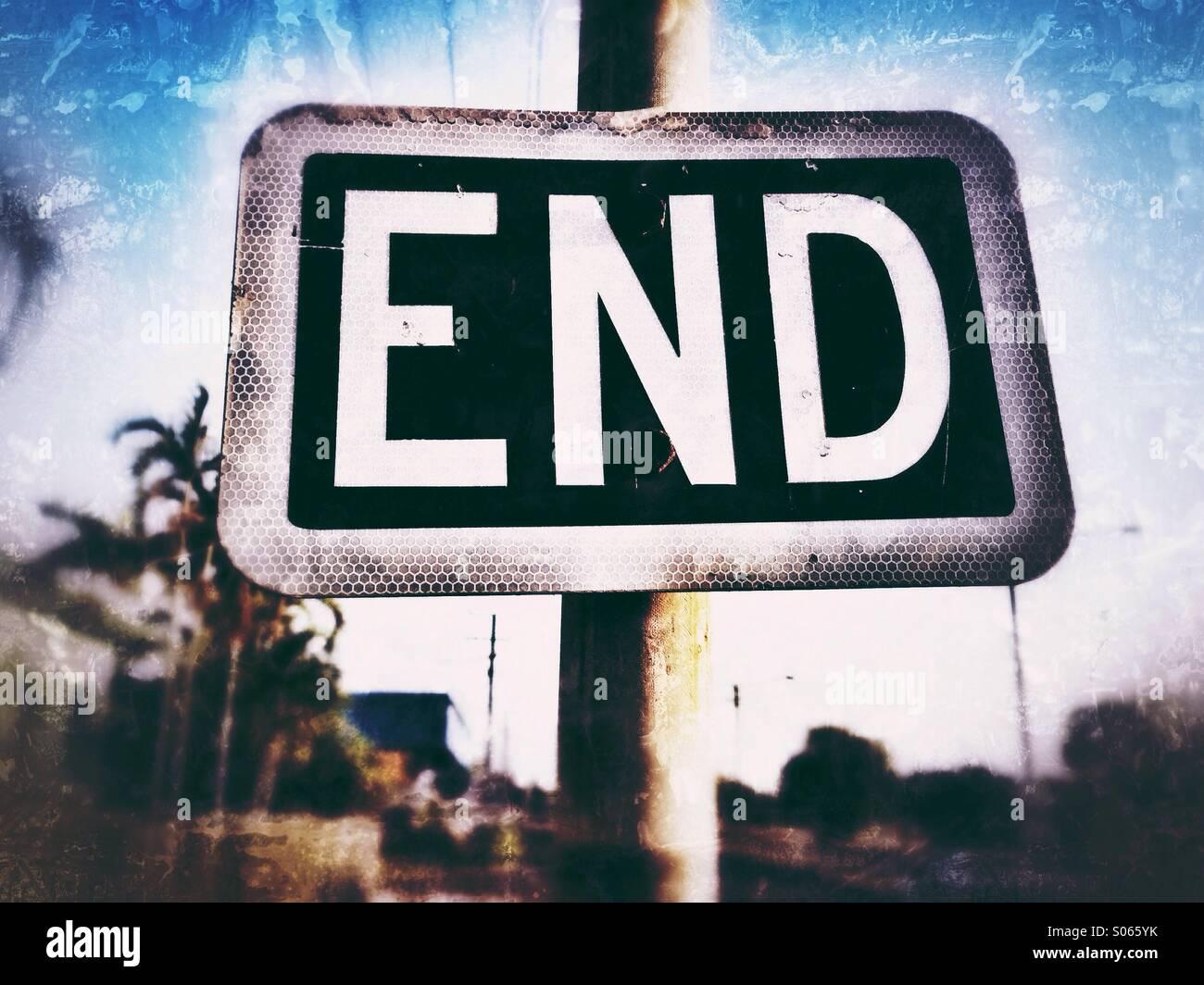 Straßenschild mit dem Wort Ende. Stockbild