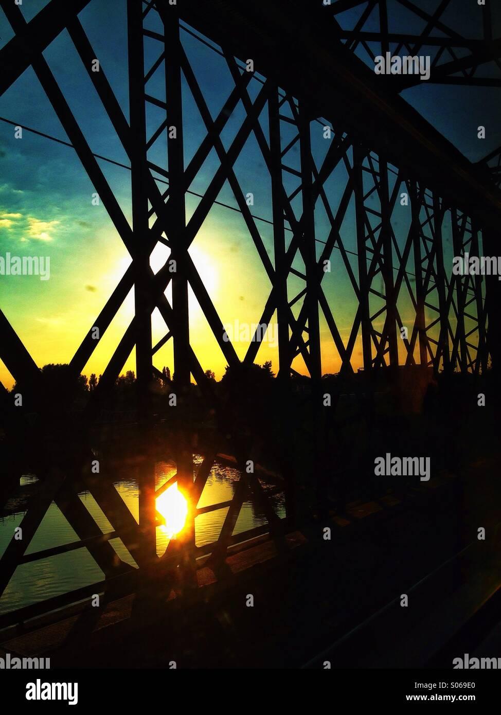Bahn-Brücke-Sonnenuntergang Stockbild