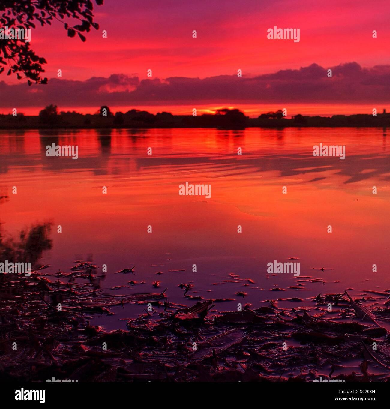 Abend-Gewässer Stockbild