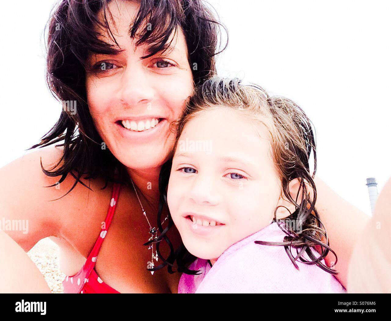 Mutter und Tochter selfie Stockbild
