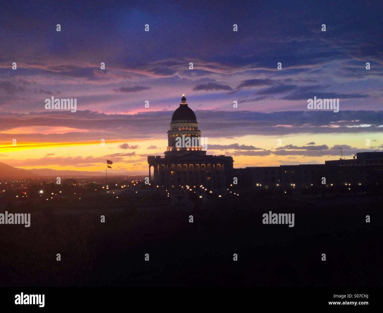 Sonnenuntergang über der Utah State Capitol building in Salt Lake City. Stockbild