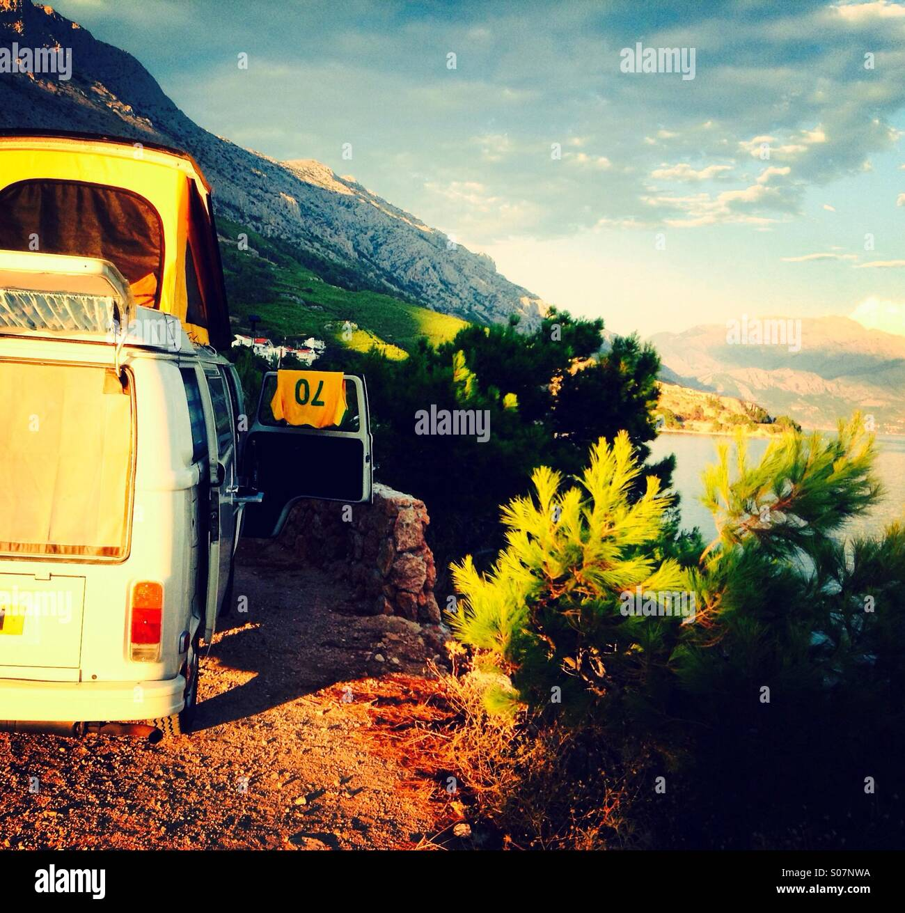 camping in a van stockfotos camping in a van bilder alamy. Black Bedroom Furniture Sets. Home Design Ideas