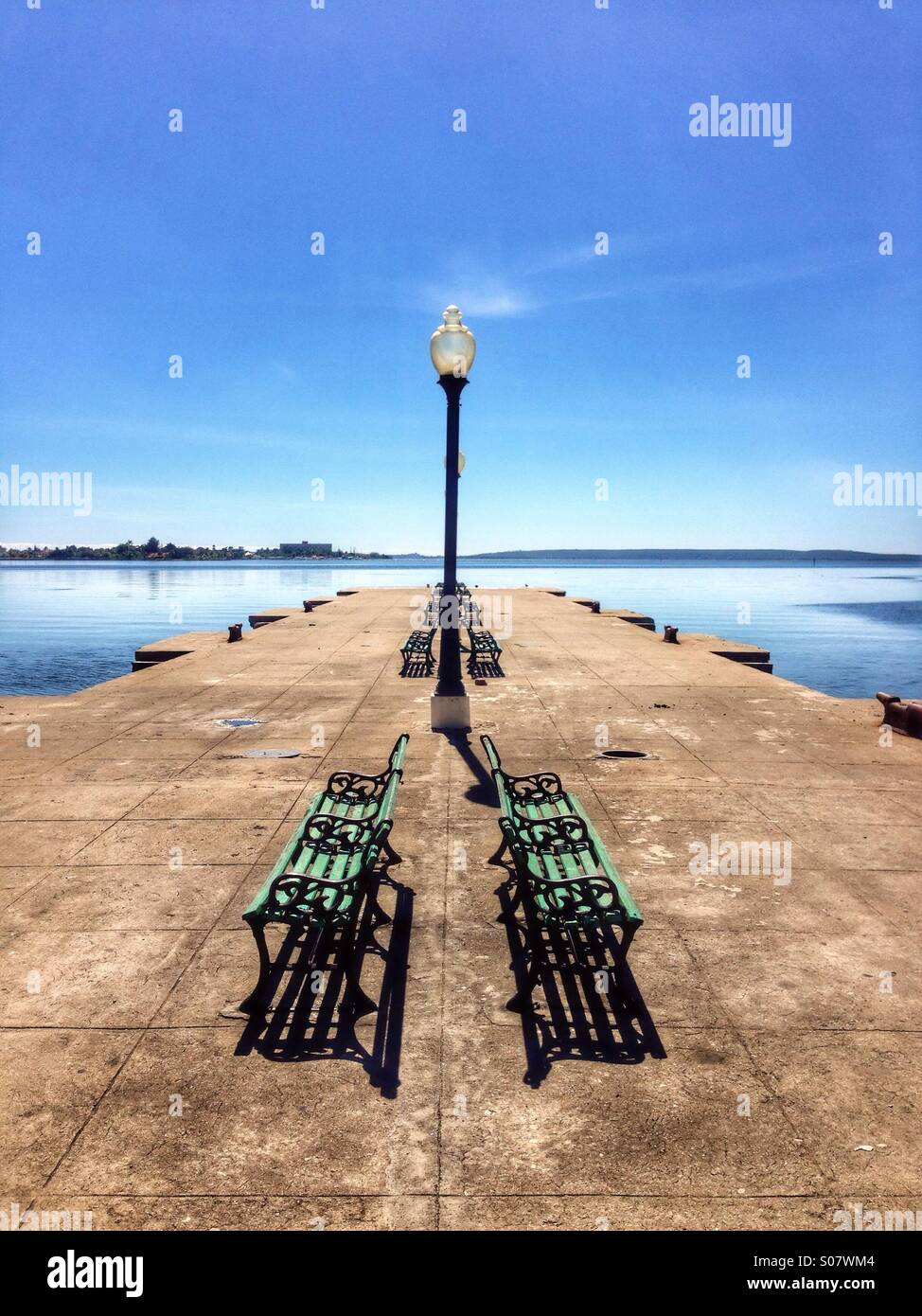 Kai im Hafen von Cienfuegos Kuba. Stockbild