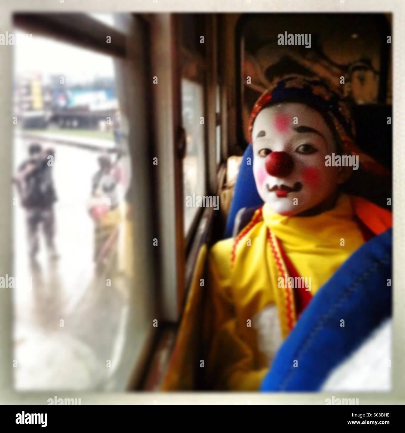 Ein Junge Mit Clown Schminken Im Bus In Guatemala Stockfoto Bild