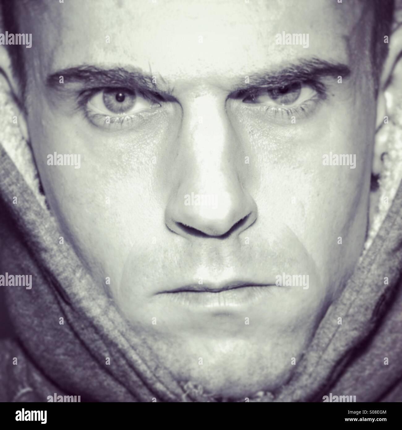 Unglücklich launisch männlichen Porträt, Gesicht füllen der Rahmen Stockbild