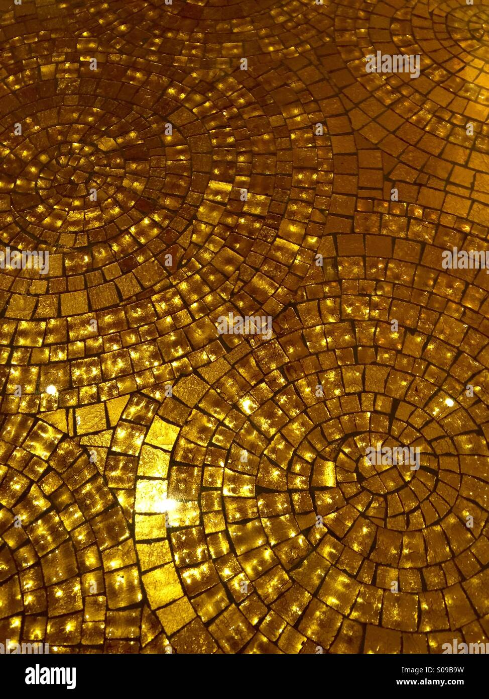 Gold Mosaik Fliesen Stockfoto Bild 309993093 Alamy