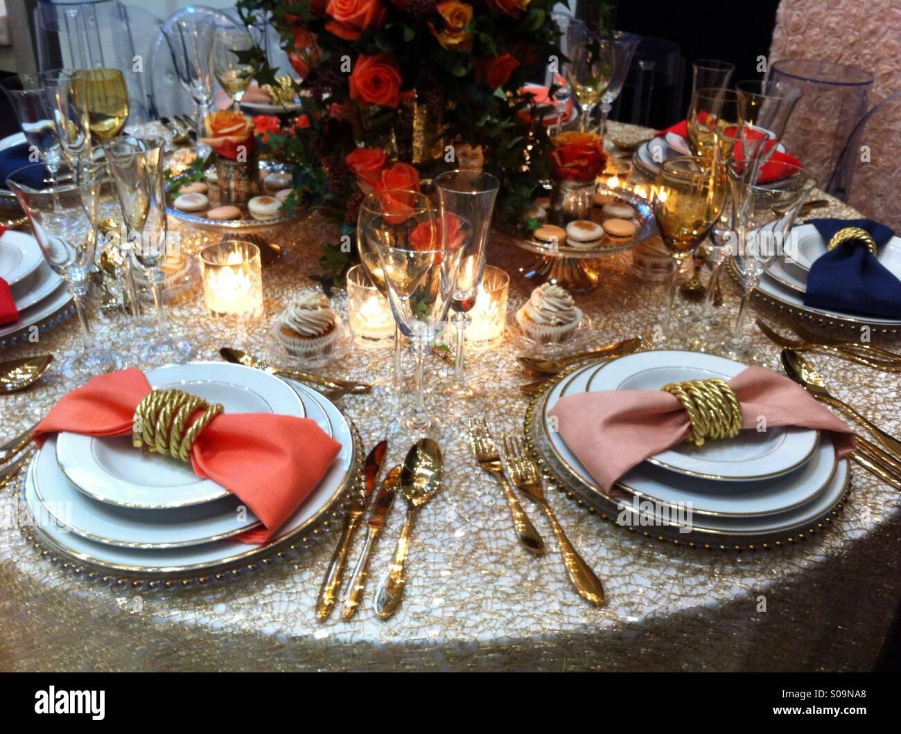 Hochzeitstisch Mit Blumen Und Kerzen Stockfoto Bild 310000944 Alamy