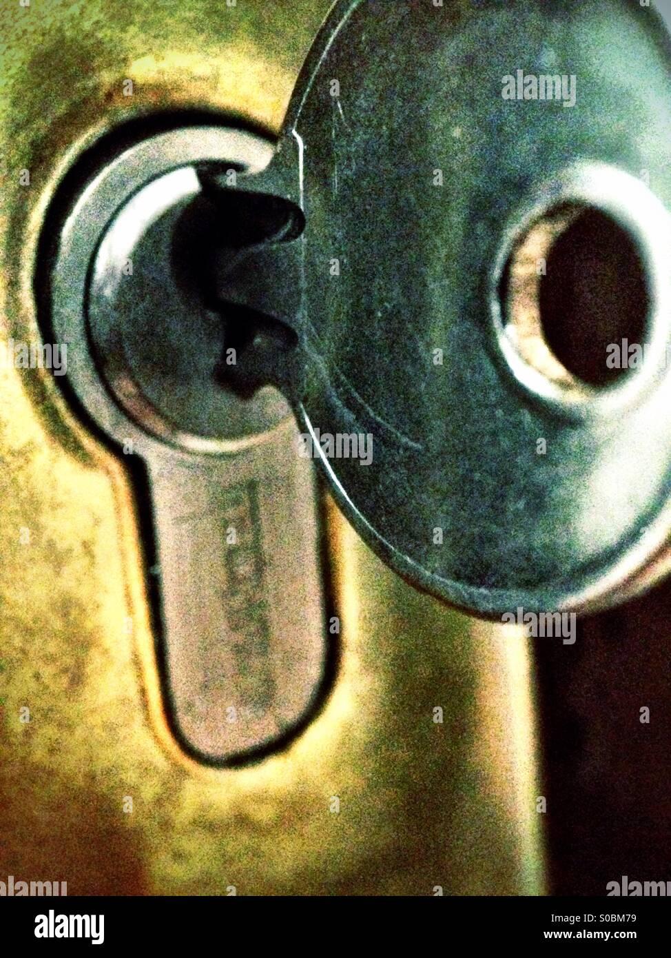 Schlüssel in Schloss Stockbild