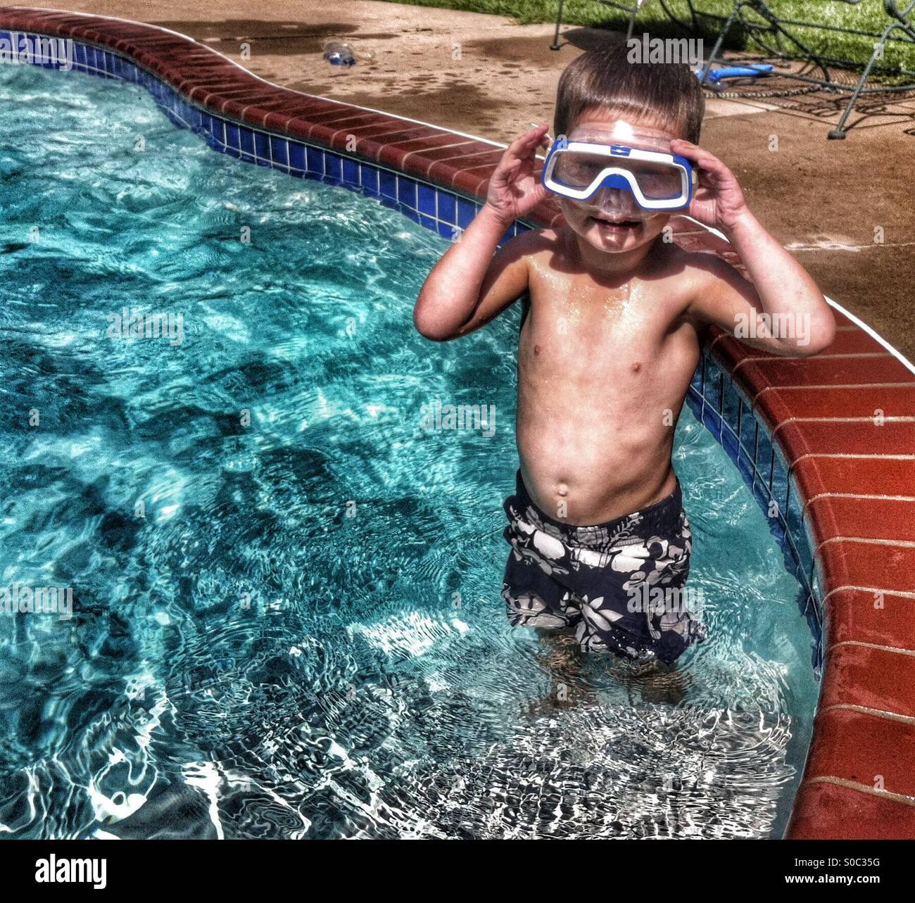 Lustiges Bild eines jungen mit Schnorchel Maske Stockbild