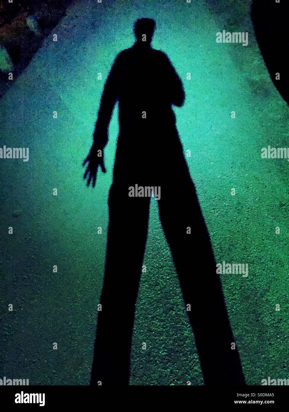 Düstere Schatten von einem einarmigen Mann Stockbild