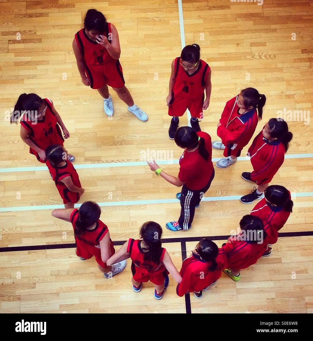 Coaching-Zeit während der Basketball-match Stockbild