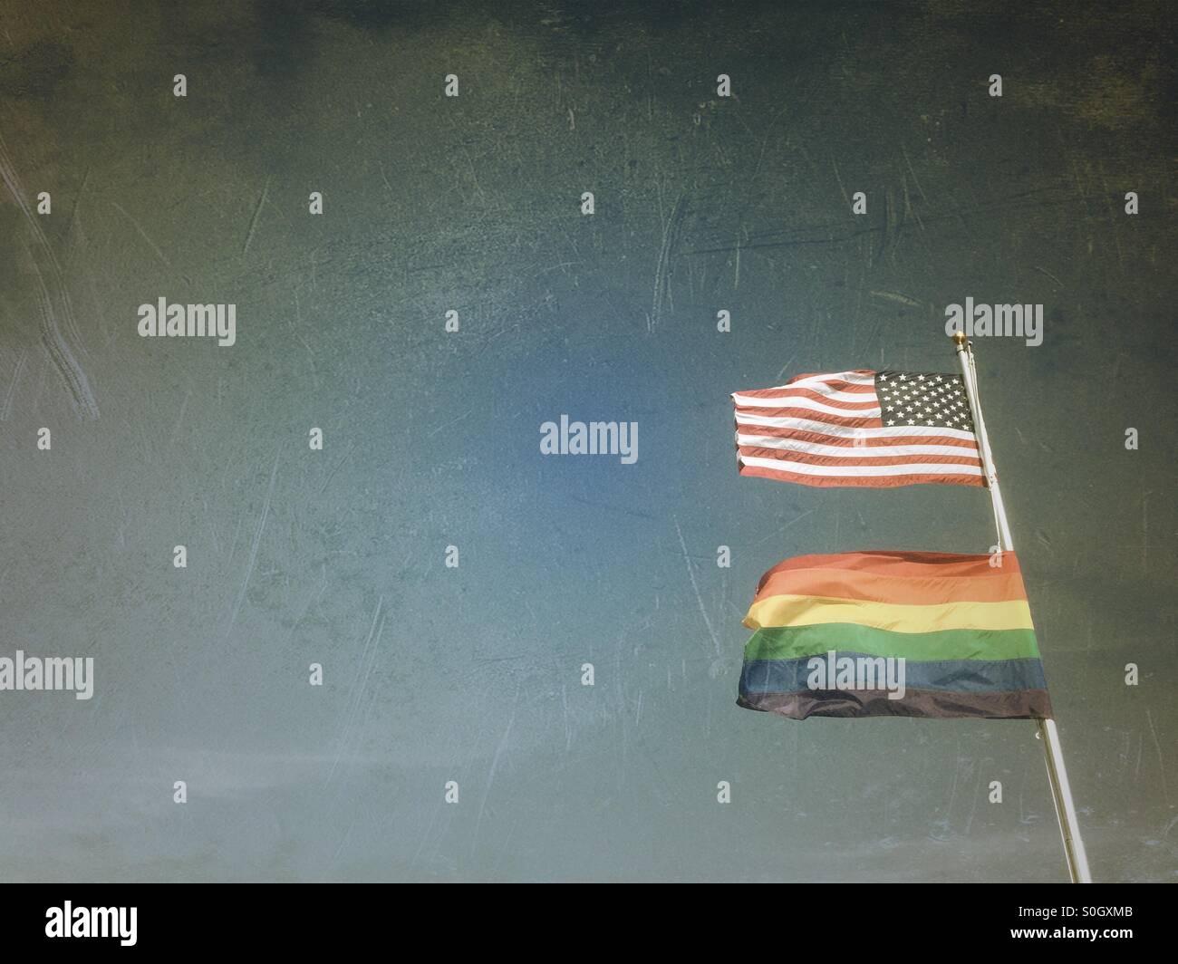 Gay Pride und US-Flagge, Provincetown, MA Stockbild