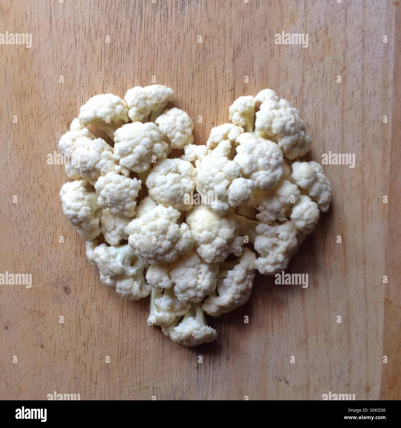 Blumenkohl in Form eines Herzens Stockbild