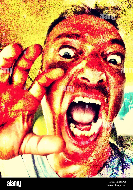 Ein beängstigend Mann mit warmen Tönen Stockbild