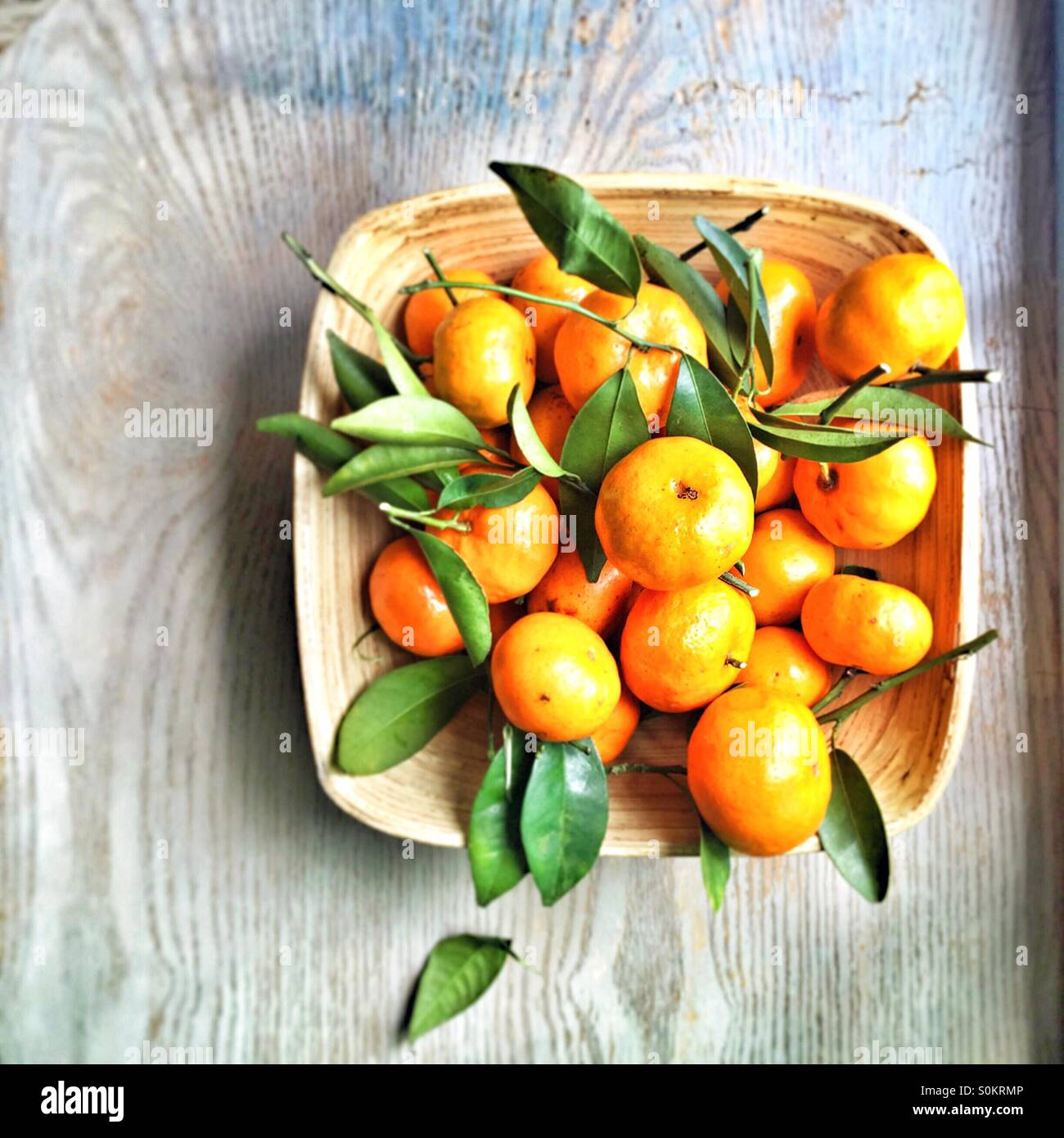 Korb mit Orangen Stockbild