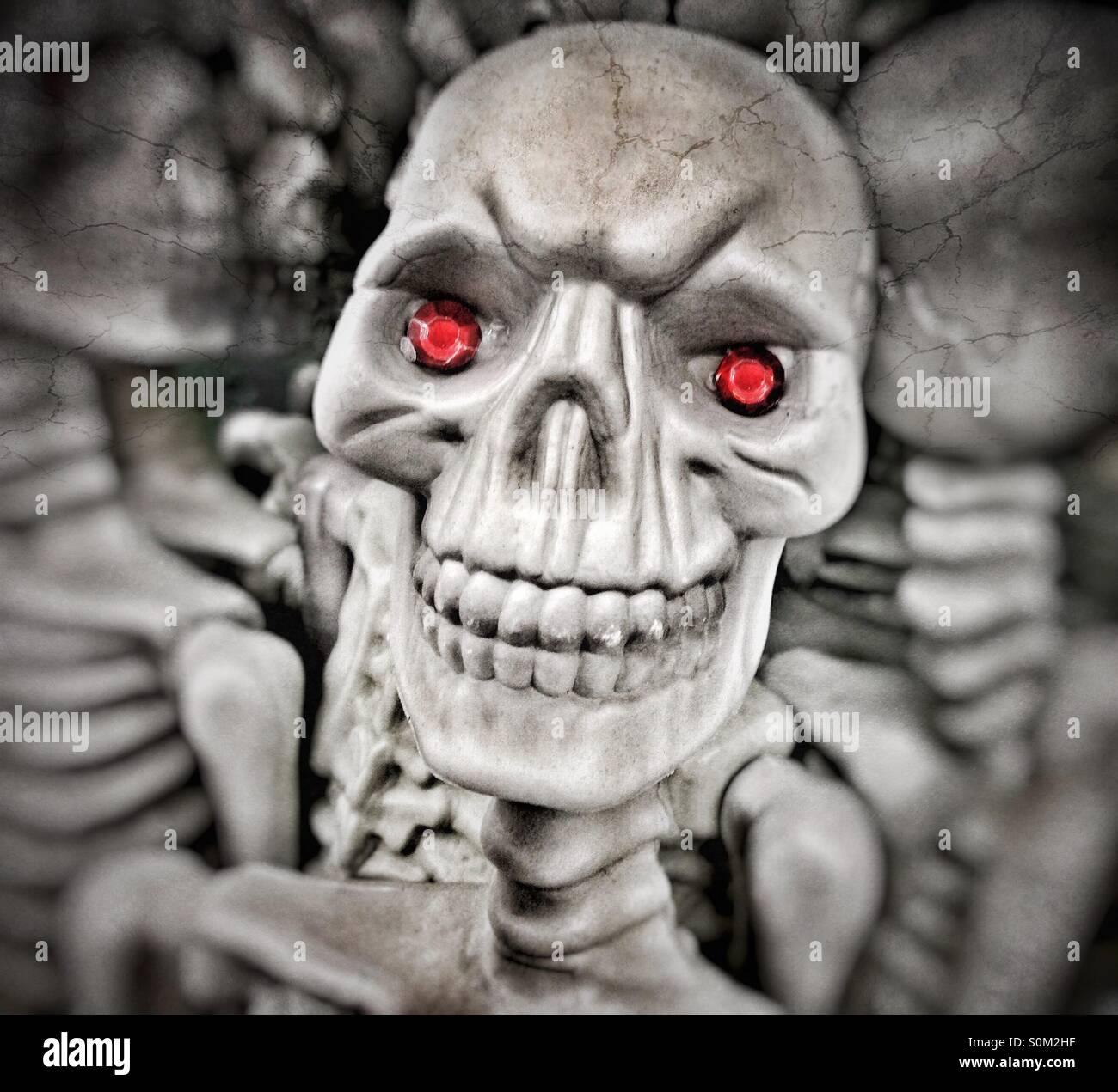 Gruselig Skelett Mit Roten Augen Stockfoto Bild 310227723 Alamy