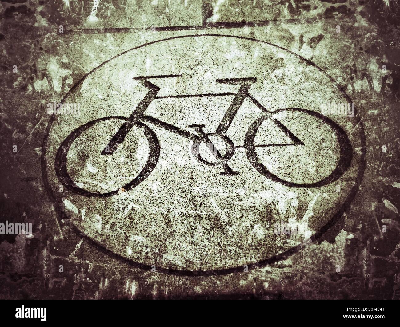 Radfahren erlaubt Straßenmarkierung Stockbild