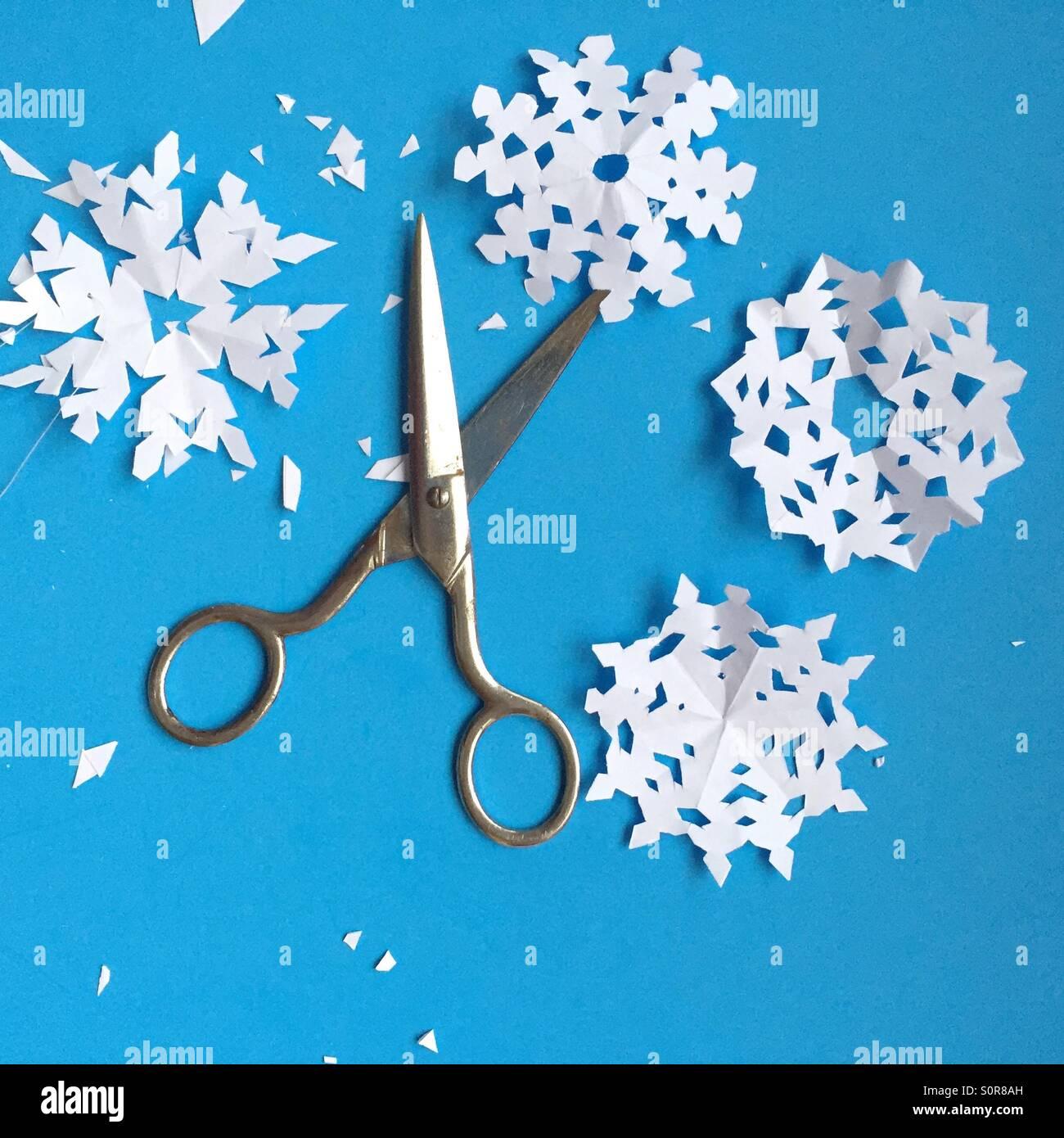 Schere und Papier Schneeflocken Stockbild