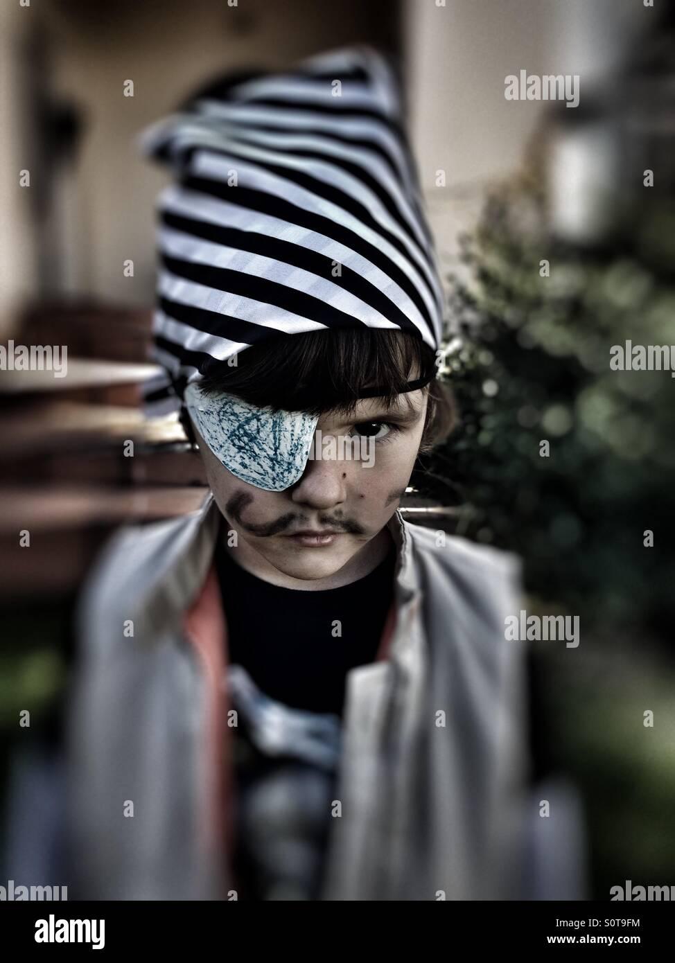 Kleinkind als Pirat verkleidet Stockbild