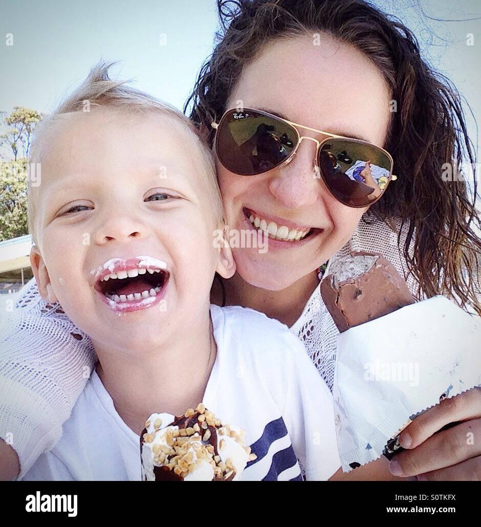 Mutter mit Sohn Stockbild