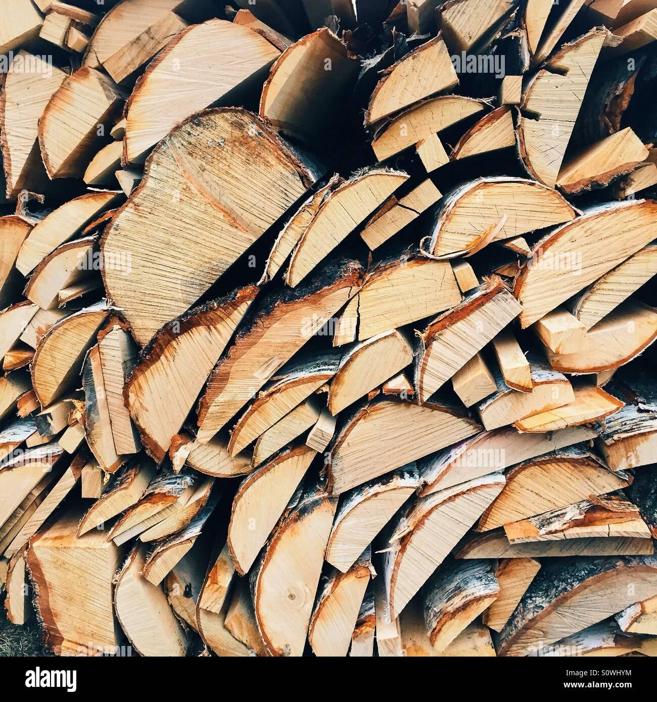 Brennholz für den Winter vorbereitet Stockbild