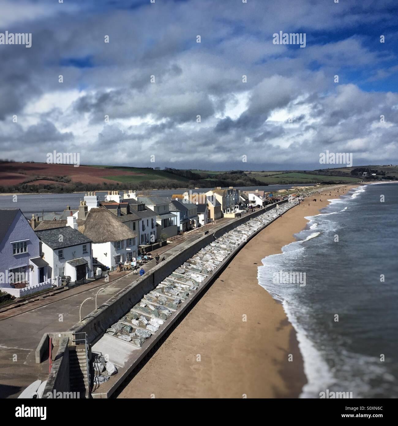 Torcross in South Devon, Dorf im Start-Bucht, die sehr anfällig für Überschwemmungen und Sturm Schäden Stockbild